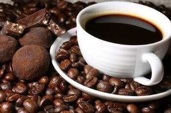 Trufa de café. Café e chocolate vai sempre muito bem em qualquer momento e em qualquer receita, não perca mais esta opção.    Mais receitas em: http://www.receitasdemae.com.br/receitas/trufa-de-cafe/