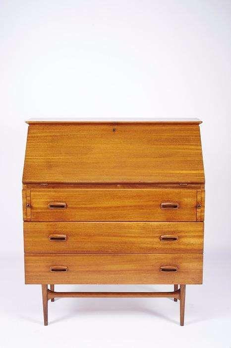 490 €: Cómoda escrivaninha vintage Olaio em mogno, modelo Báltico, desenho de José Espinho, anos 60.  Dim. - 105 x 92,5 x 45 cm