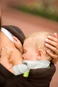 Purtarea bebelusului pe timpul verii