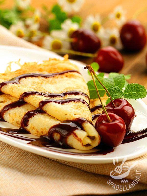 Crepes with chocolate and cherries - Le Crêpes con cioccolato e ciliegie: farcite con una golosa crema al mascarpone, sono semplicissime da preparare: impossibile resistergli!