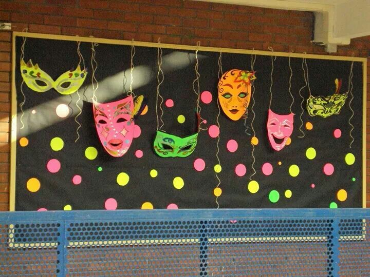 Decoracio mascares preparando el carnaval