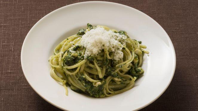 Linguine mit selbstgemachtem Oliven-Zitronen-Kapern Pesto