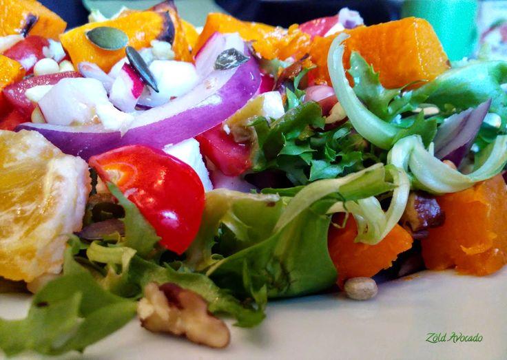 narancsos édesburgonyás fetás zöld saláta (gluténmentes, tojásmentes) / Recept/ narancs, feta, édesburgonya, lila hagyma, saláta, pekán dió, avokádó, paradicsom, retek, csíra, tökmag