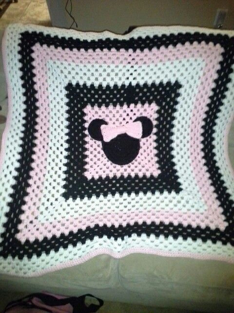 Crochet Pattern For Minnie Mouse Blanket : Minnie Mouse Big Granny Square Blanket Latest Crochet ...
