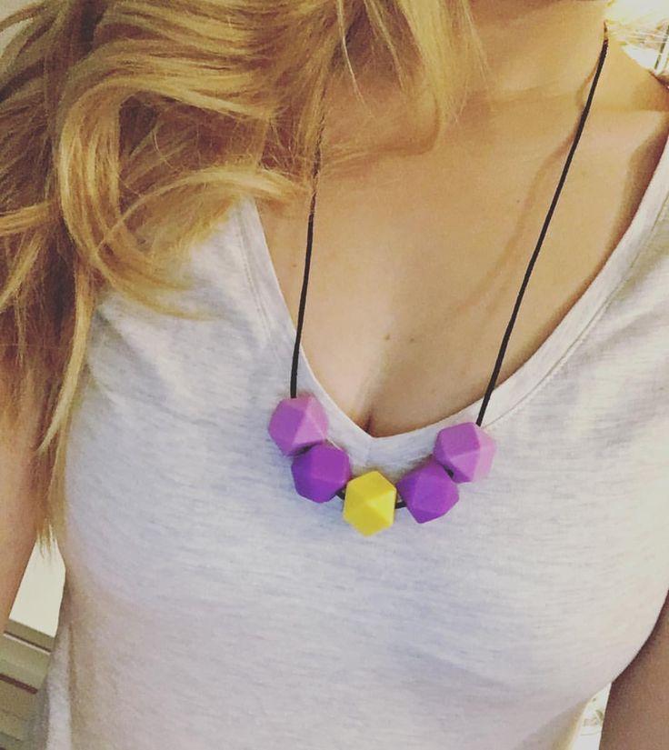 #imetyskoru #imetys #kantokoru #kantoliinailu #babywearing #necklace #babywearingnecklace #nursingnecklace #babystyle #mommystyle #etsystyle #purple #yellow #vauva #vauva2015 #finnishdesign #babydesign