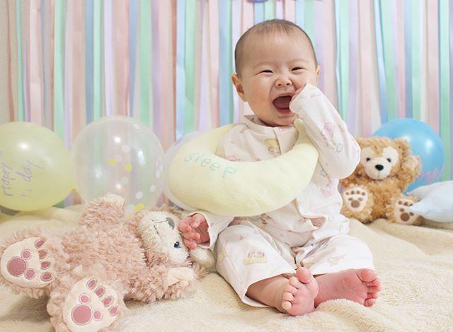 . . . ハーフバースデーの写真 めっちゃいっぱいある😂 . . また自己満写真、後々載せさせてください… . いまから年越しそば食べまーす🍲 . . . #一眼レフ #一眼レフ初心者 #baby #babygirl #赤ちゃん #ベビー #ベビーコーデ #女の子 #女の子ママ #女の子ベビー #コドモノ #ママリ #ベビフル #親バカ部 #親バカ部ig_baby #xmas #christmas #クリスマス #kidsroom #babyroom #子供部屋 #ハーフバースデー #生後6ヶ月 #halfbirthday