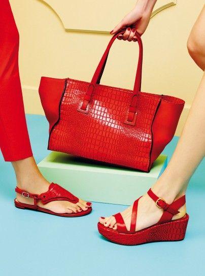 Sandali rossi Fratelli Rossetti                 Sandali rossi Fratelli RossettiDalla collezione primavera estate 2015 di scarpe Fratelli Rossetti, sandali rossi.