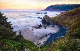 Oregon Coast Visitors Association http://visittheoregoncoast.com/  Travel guide to US Highway 101 with community profiles, maps, directories of tourist businesses, and other information for those planning a vacation on the ...