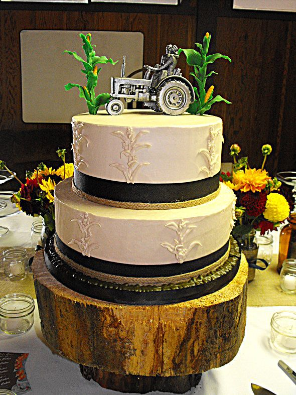 farmall tractor wedding cake topper 78 best ideas about tractor wedding on country 14203