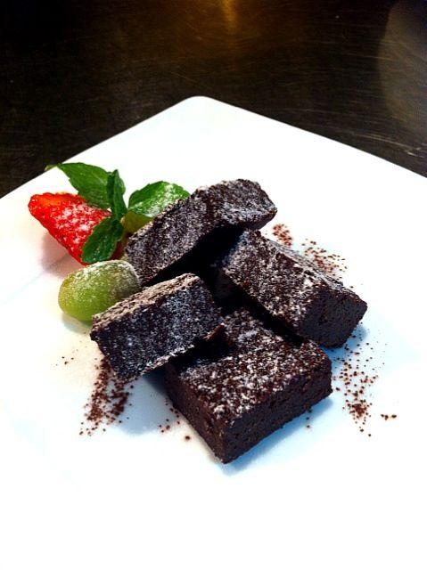 トルタカプレーゼ。イタリアカプリ島のチョコレートケーキは粉を入れずにココアを入れてしっとりと仕上げます!