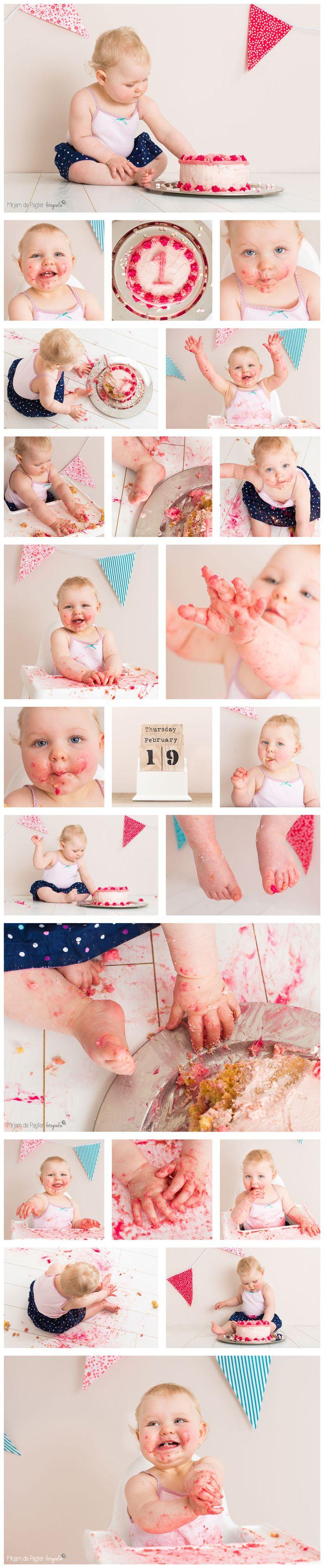 Lekker kliederen!   Cake smash Lieke   Cake smah: een geweldige herinnering aan - en afsluiting van - het eerste jaar van jouw kindje! http://mirjamdepagter.nl/fotoshoots-blog/cake-smash-lieke/ #cake #smash #1jaar #baby