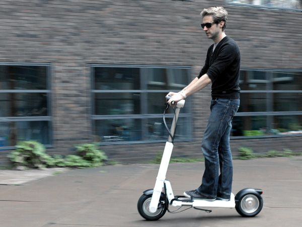New Jack Flash. With all the traffic congestion and vehicle-related pollution up on the rise, electric powered and other hybrid green-fueled mode of transportation seems to be a happy work around. Joining the ranks is the JAC<, a compact, foldable electric powered scooter. Ideal for urban distances and loaded with high-tech features, this environmentally friendly, modern personal transporter is easy to fold and to bring along anywhere.