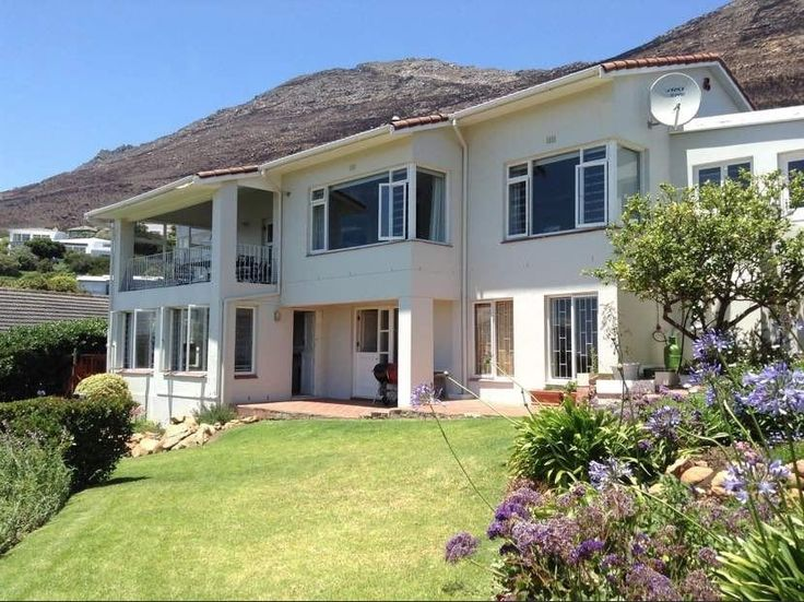 Restio Garden Apartment (Sleeps 2) in Simon's Town, Cape Town. Situated 400 meters from the beach with views over the bay Restio offers luxury accomodation in the beautifull Simons Town suburb of Froggy Farm. Where2Stay