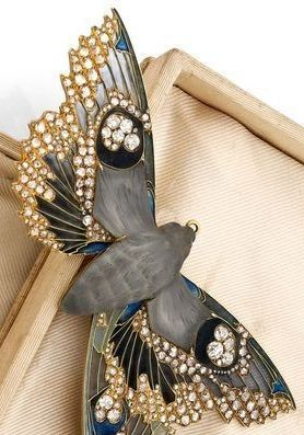 René Lalique - An exceptional Art Nouveau enamel, diamond, gold and diamond brooches, circa 1900. Made ​​of gold, the two moths in flight with body in satin white glass, the wings ornamented with green and blue grey enamels, and plique-à-jour enamel, edged with old-cut diamonds. Signed Lalique on both moths. #ArtNouveau #Lalique #brooch