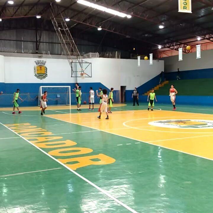 São Francisco Xavier/Maringá 74 x 20 Colégio João Paulo II/Palmital no basquetebol dos JEPs em Roncador - Blog do Orlando Gonzalez