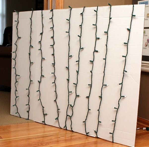 25 Days of Christmas Ideas - great idea for Christmas background photo - note; match string color to board back ground.
