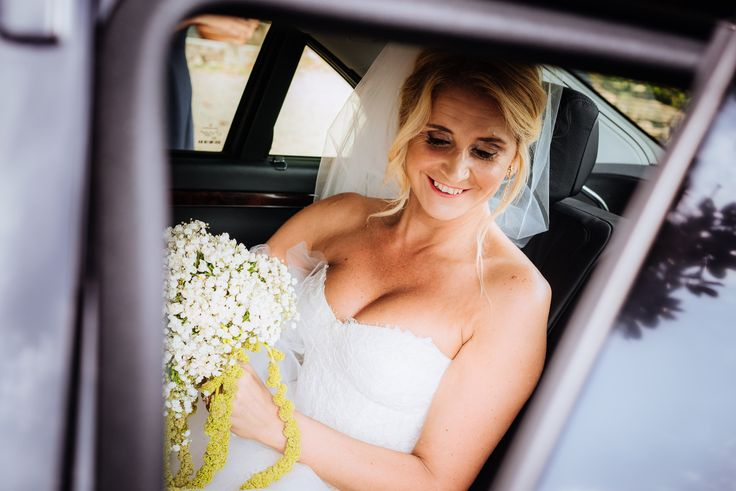 The bride arrival at the church