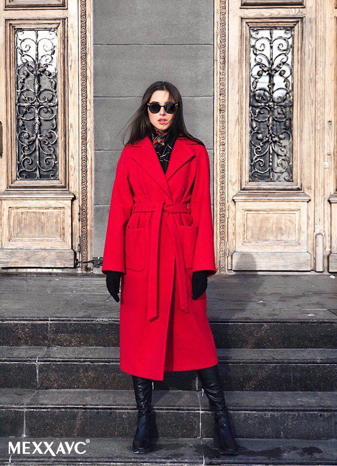 Встречай весну ярко в пальто сочного красного цвета от МЕХХАУС Пальто-халат с английским воротником #вналичии в длине миди в красном и нежно-голубом цвете.