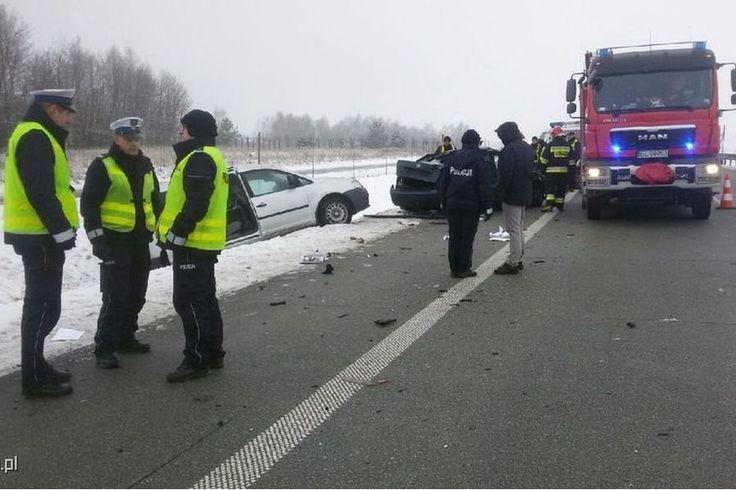 Nad ranem, poseł z klubu Kukiz'15 - Rafał Wójcikowski, nie opanował swojego samochodu po czym uderzył w barierki i w konsekwencji zginął.