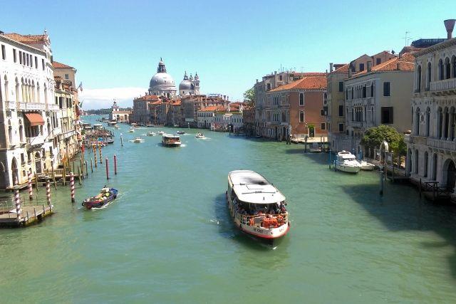 De 12 leukste bezienswaardigheden / activiteiten / uitstapjes in Venetië mt kinderen: Canal Grande - Mamaliefde.nl