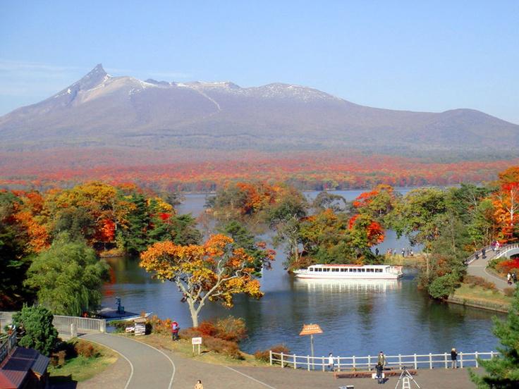 駒ヶ岳と大沼の紅葉