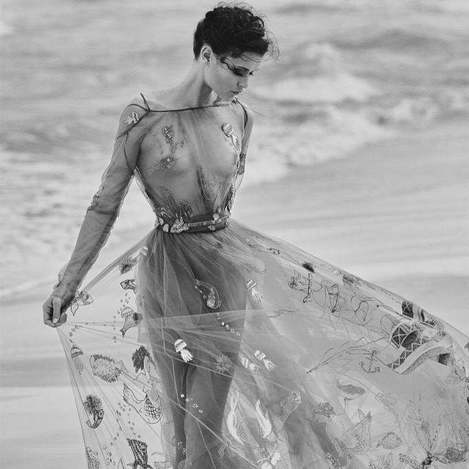Patricia Moreno Barberá sur Instagram:  Una sirena  #Telva #Valentino #FashionEditorial #FashionStatement foto: @tomasdelafuente styled by @crisgvivanco