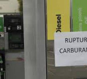 Fronde+sociale:+la+France+puise+dans+ses+réserves+pétrolières,+inquiétudes+pour+l'électricité
