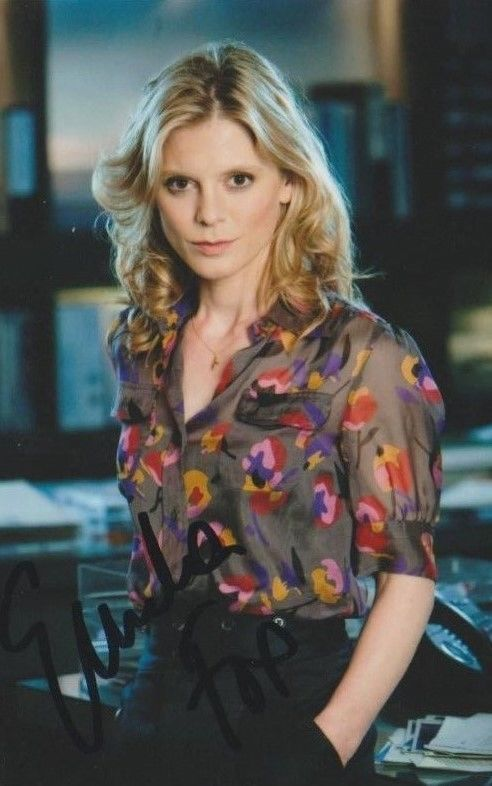 *SIGNED* EMILIA FOX - 6X4 PHOTO (SILENT WITNESS) AUTOGRAPHED