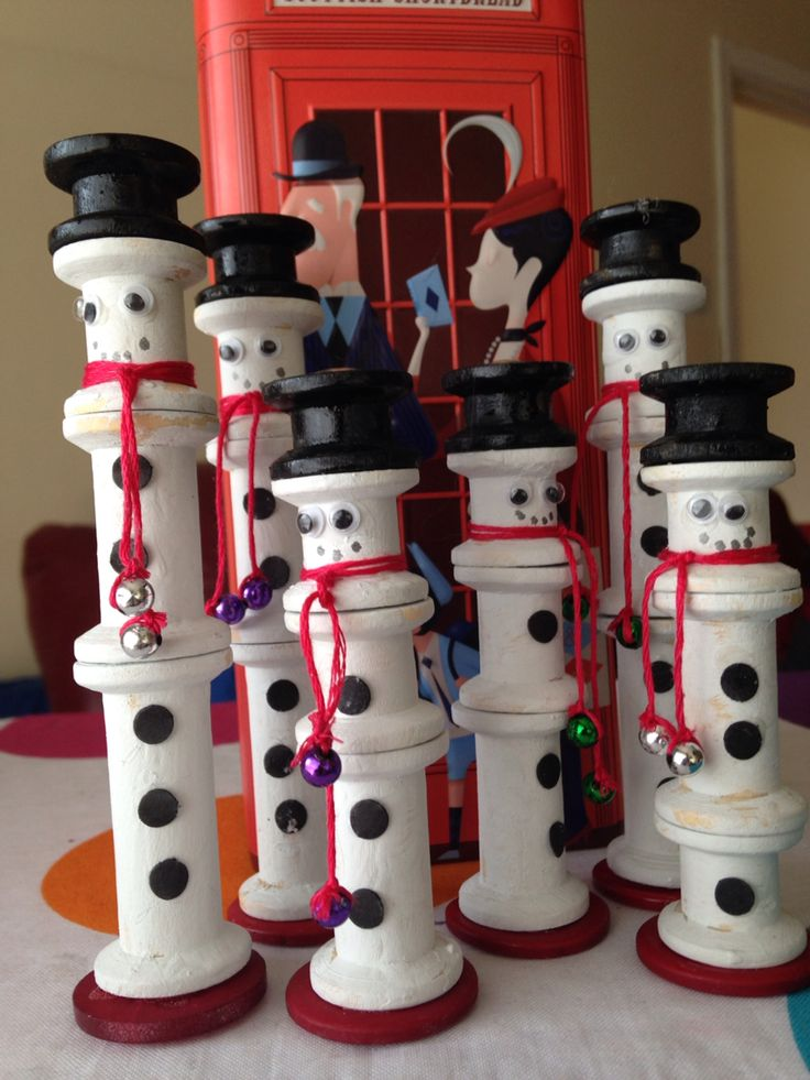 Snowmen from wooden spools.