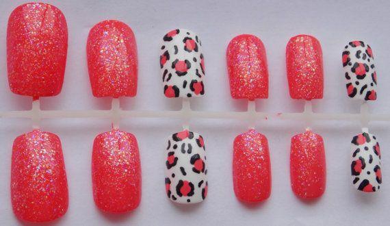 Corail Glitter et guépard ou léopard faux ongles  par MackGivesBack, $12.00