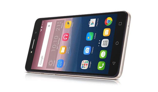 Los Pixi 4 fueron los equipos elegidos por Alcatel para llenar su espacio en la pasada edición de la feria CES y hoy vamos a hablar del grandullón de la gama el Alcatel Pixi 4 6 o dicho de otro modo su phablet de gama de entrada.  La experiencia visual es primordial en este equipo por eso en Alcatel lo han dotado de una enorme pantalla de 6 pulgadas que lo pone en el límite de la manejabilidad y es que por más que se empeñen las marcas los móviles tan grandes no son fáciles de manejar con…