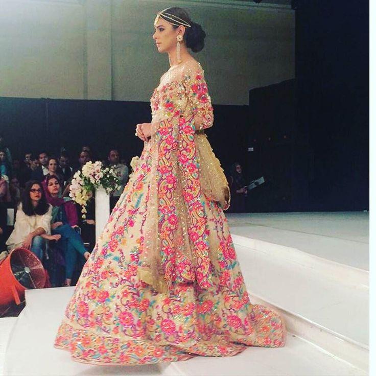 Bright floral Pakistani wedding outfit by @rananomanhaq #ootdshare #outfit #clothes #fashionista #instastyle  #instafashion #outfitpost #fashionpost #pakistanibride  #fashiondiaries #bridal #portrait  #bridallengha #bridallehenga #lengha #lehenga #bridalfashion #desi #desibride #desifashion #wedstagram  #shaadibazaar #allthingsbridal