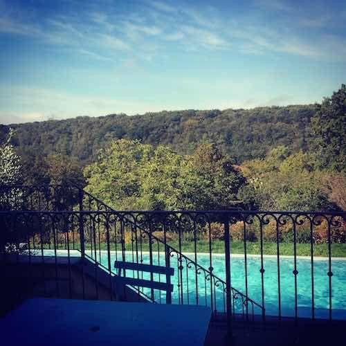chambre d'hôtes Ecully Vue piscine débordement Bois de Serres