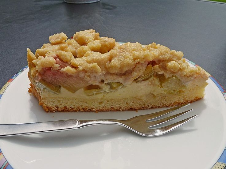 Rhabarberkuchen mit Vanillecreme und Streusel