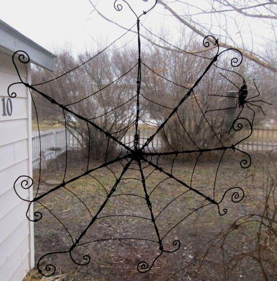 In diesem zurückgefordert Stacheldraht Skulptur sehen Sie eine Dame-Spinne in der Mitte drehen ihr Web. Diese 6 Zoll Draht Arachnid schwingt frei ab Ende ihre rostigen Thread und kann etwas neu positioniert werden. Die Web-Maßnahmen überall von 24 bis 26 über. Dies ist eine dynamische Skulptur, die an einer beliebigen Stelle aufgehängt werden kann, die es innen oder heraus, am Fenster oder an der Wand aufgehängt werden kann. Meine Kunst werden mit wie viel erneut behauptet, neu gedachte…