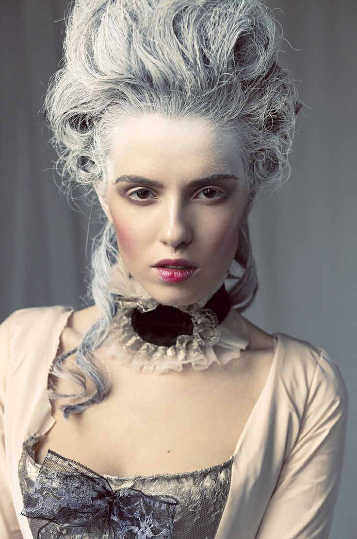 I really love how the pale face colour, vanish throughout the hair and with this baroque style.