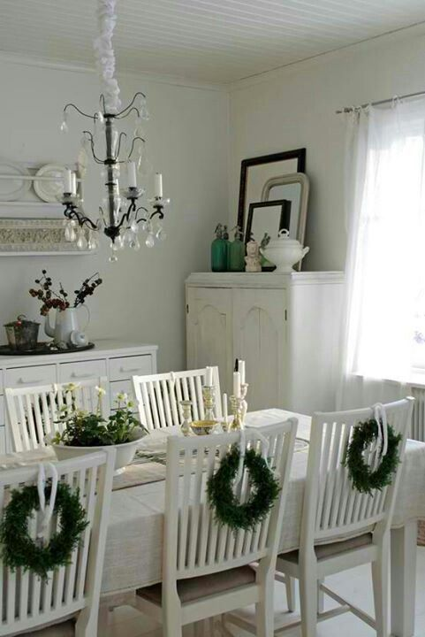 LOVE this idea for the dining room table AND/OR the kitchen table!! I like the mini wreaths! Understated country Christmas.: