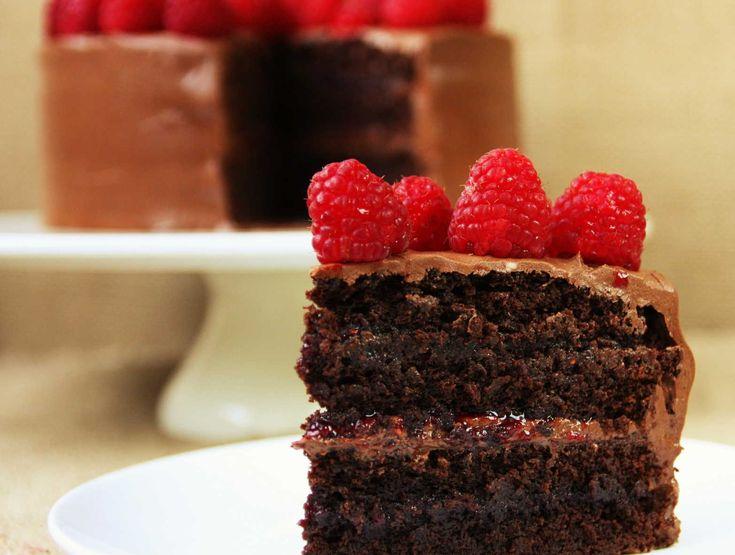 Gooey CHOCOLATE AND RASPBERRY CAKE recipe. Lainey x