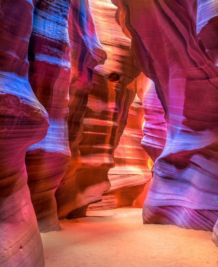 Antelope Canyon, Arizona ... this is jus' dang right AWESOME ... it's hard to judge size, but I reckon it's pretty dang BIG