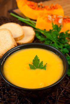 Receta de Crema de Calabaza o Auyama, baja en calorías y con un sabor muy casero. Lista en pocos minutos, con menos de 5 ingredientes. Una receta para niños