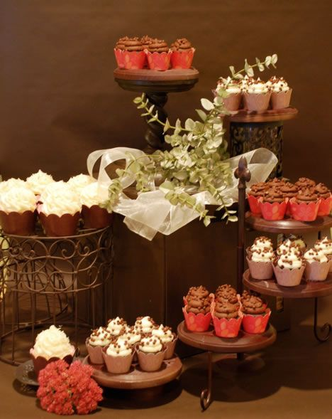 How To Display  Wedding Cakes
