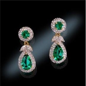 JFK knew how invaluable Jackie had been during his campaign for the Presidency and was fully aware that he might not have won without her. To show his appreciation he presented Jackie with this set of emerald and diamond earrings when she became First Lady. She wore the Emerald Drop necklace with the matching bracelet and earrings to the Inaugural Gala on January 20, 1961. The earrings are stunning and go from formal to informal with a removable pendant.