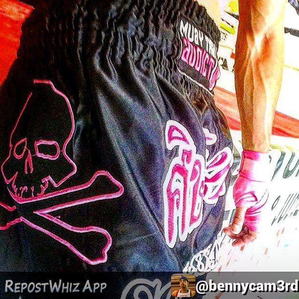By @bennycam3rd via @RepostWhiz app: Shoutout to @muaythaiaddict & @dasoulassassin for making #Amazing #Quality & #Beautiful #Design #Muay #Thai shorts. #MuayThaiAddict #KevinRoss #Pink #Skull & #Crossbones #FreshToDeath #FaceYourFears #CantStopCrazy #MuayThai #Kickboxing #KingMMA #TeamAli #KruYaiBday #NoonClass #SundayFundae #Training (#RepostWhiz app)