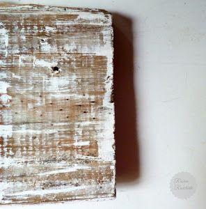 Antes de empezar a pintar un mueble antiguo, por lo general, es necesario decapar. Aquí vemos dos opciones diferentes para hacerlo