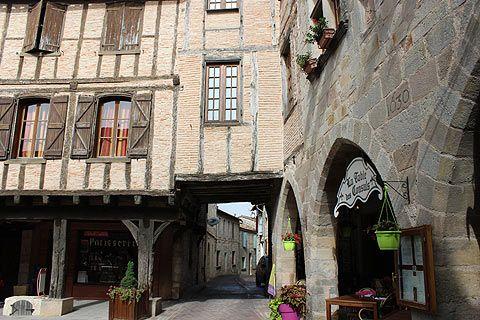 Visiter Castelnau-de-Montmiral, guide de voyage et information de tourisme pour Castelnau-de-Montmiral (Tarn, Midi-Pyrenees)