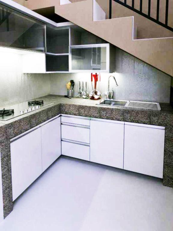 Desain Dapur Minimalis Di Bawah Tangga Sederhana