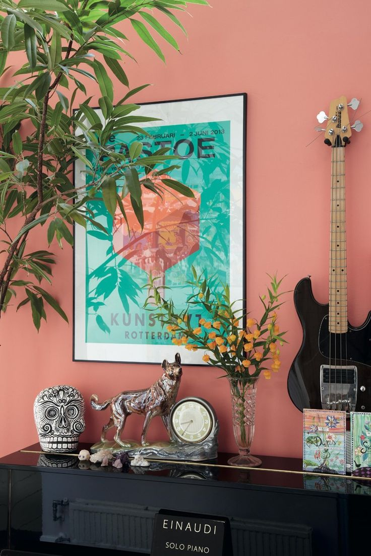 Vibrant coloured walls compliment ethnic wall art and keepsakes