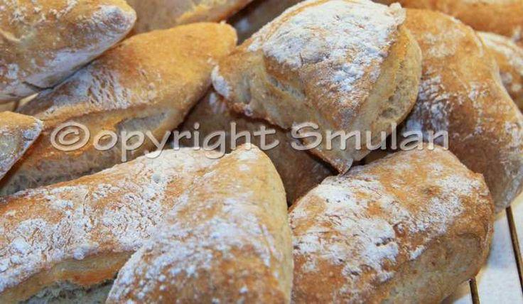 Ett riktigt gott bröd som går fort att göra på morgonen eftersom det fått jäsa i kylen över natten.