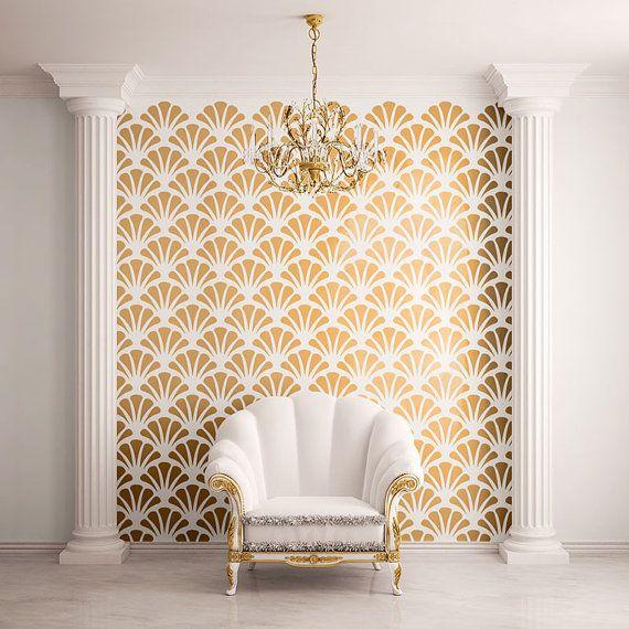 Seaside-Chic ist nur ein paar Schablonen entfernt! Verwenden Sie unsere Jakobsmuschel Schale Muster Wand Schablonen, um Ihre Wände zu verschönern. Alle unsere Jakobsmuschel Schale Wand-Dekor-Schablonen sind selbstklebend und erfordern keine zusätzliche (und potenziell schädliche) Sprühkleber auf unserer Seite. Einfach schälen und stick!  Jede Schale ist 10,6 w x 6,3 h und jedes Blatt Schablone ist ungefähr 2 w X 3 h.  Ob Sie den Ozean von zu Hause aus wirklich oder nicht hören können, werden…