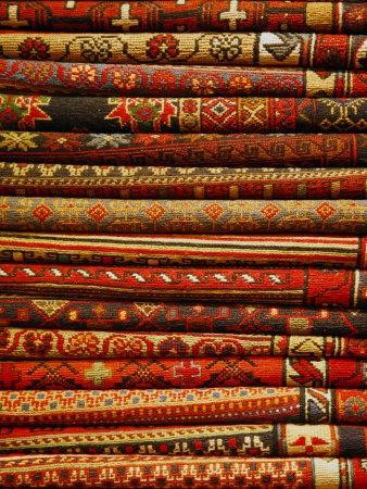 Carpets for Sale in the Grand Bazaar, Istanbul, Turkey, Europe Lámina fotográfica por Levy Yadid en AllPosters.es